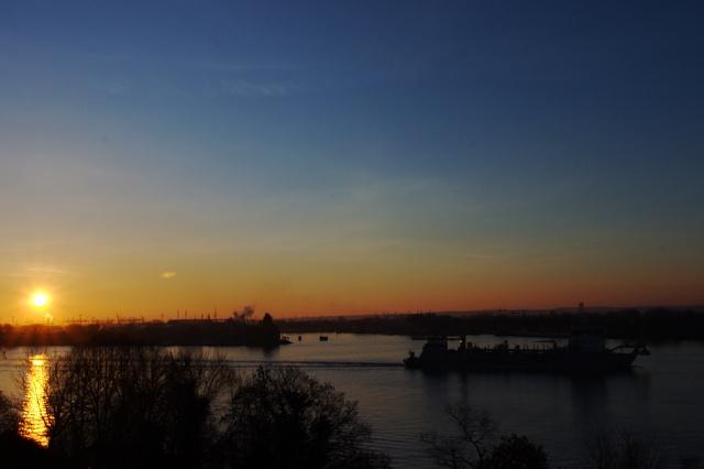Blick aus dem Hotelzimmer: Die Alexander von Humboldth läuft aus