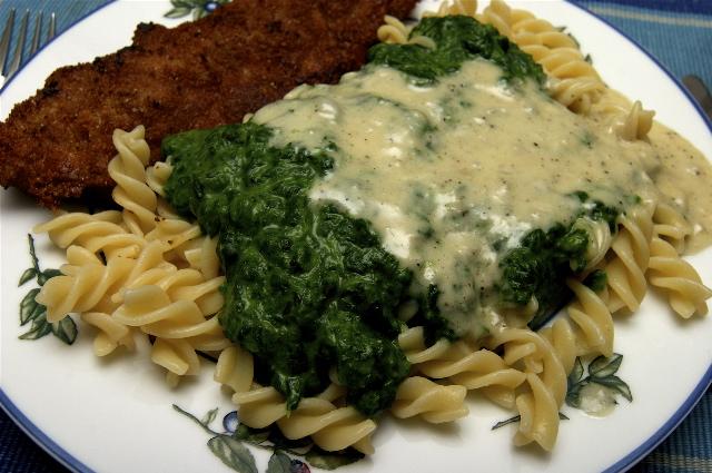 Schitzel mit Spinat und Gorgonzolaso�e