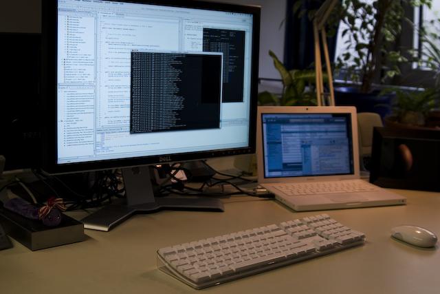 24″ Monitor im Büro